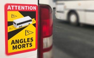 nouvelle réglementation, Signalétique, autocollant attention angles morts pour les cyclistes et les piétons